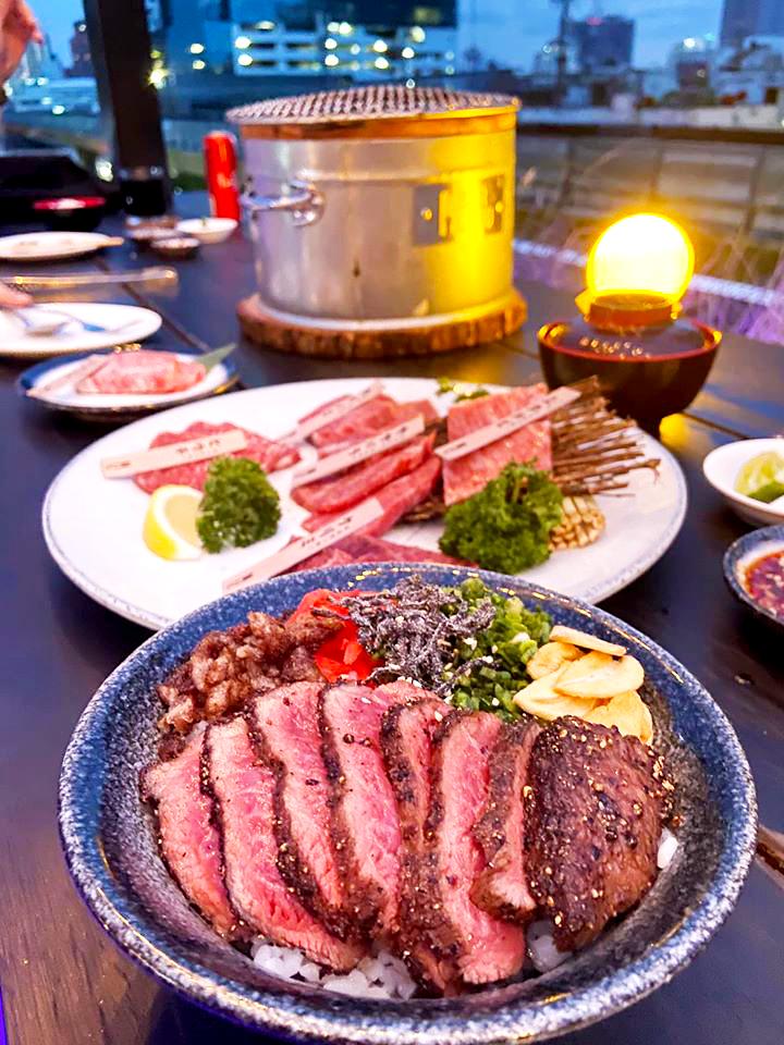 เนื้อย่างชั้นดี ที่ร้าน Bargyuu RoofTop Bar & Charcoal grill